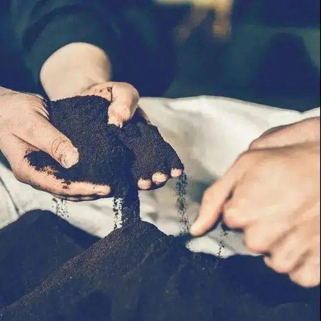 花费三年驰绿团队用咖啡渣制作出了防水防脏鞋子 咖啡渣有什么利用价值