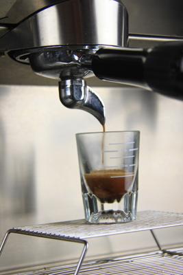 如何评判一杯意式咖啡的好坏:意式咖啡油脂的判定方法颜色判定