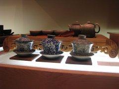 紫砂壶和盖碗哪个用来泡英红9号红茶的区别更好?哪个更实用?